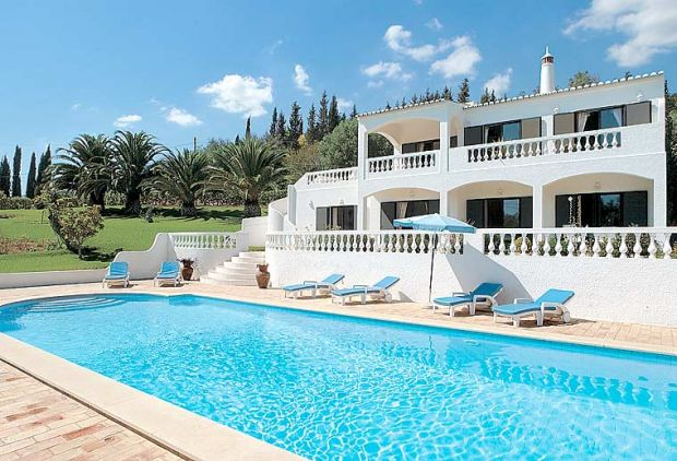 Villas With Pool Tables In Portugal